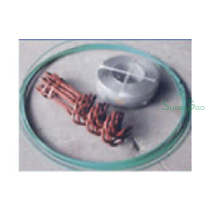 風対策用螺旋杭とカラー番線、押さえバンド
